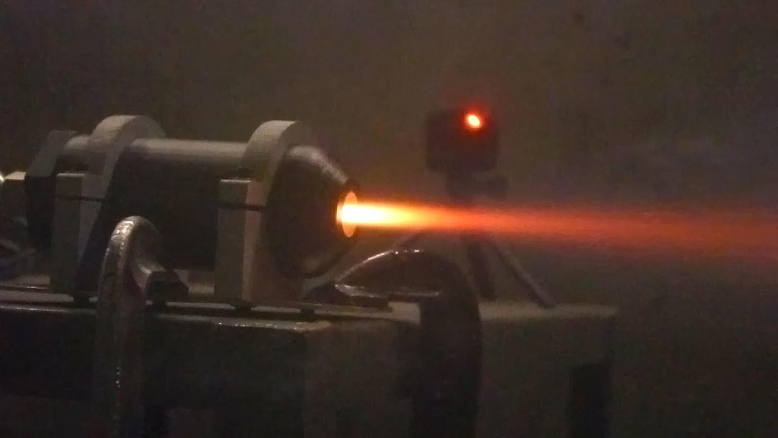 MIT dezlantuie un motor de racheta din plastic printat 3D