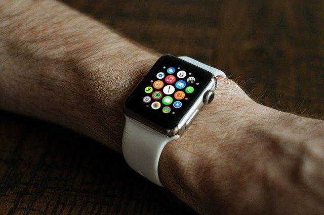 Problema cu bateria umflata a lui Apple Watch este acoperita de garantie
