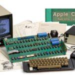 Un calculator Apple-1 functional s-a vandut la o licitatie pentru o suma cu mult sub cea care a fost previzionata