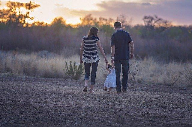 Un sondaj concluzioneaza ca dispozitivele mobile aduc familia impreuna
