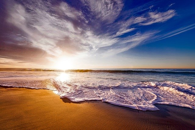 Cercetatorii folosesc lumina solara pentru a desaliniza apa de mare. Este nevoie de mai putina energie cu aceasta metoda