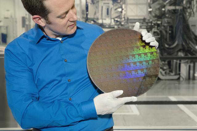 IBM inghesuie 30 de miliarde de tranzistori intr-un cip de 5nm