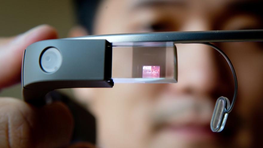 Primul update Google Glass a fost lansat dupa aproape trei ani. Ce aduce nou