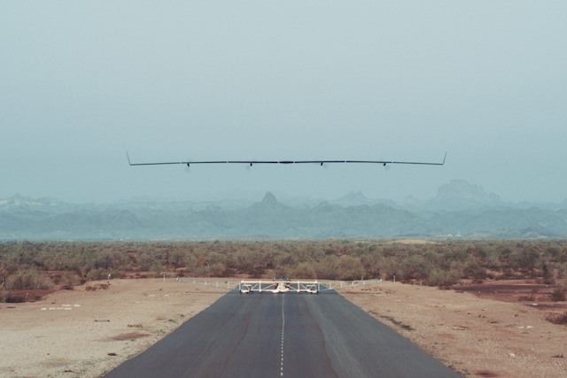 Drona pentru internet a Facebook termina cu succes un test de zbor. Ce va urma mai apoi
