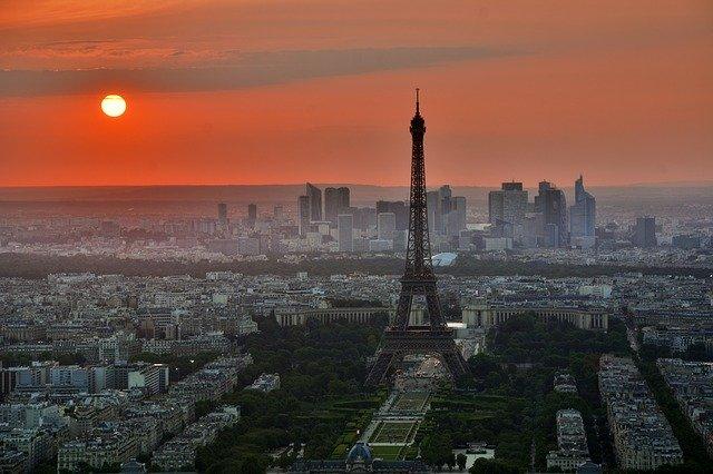 Franta vrea sa interzica masinile pe benzina si motorina pana in 2040