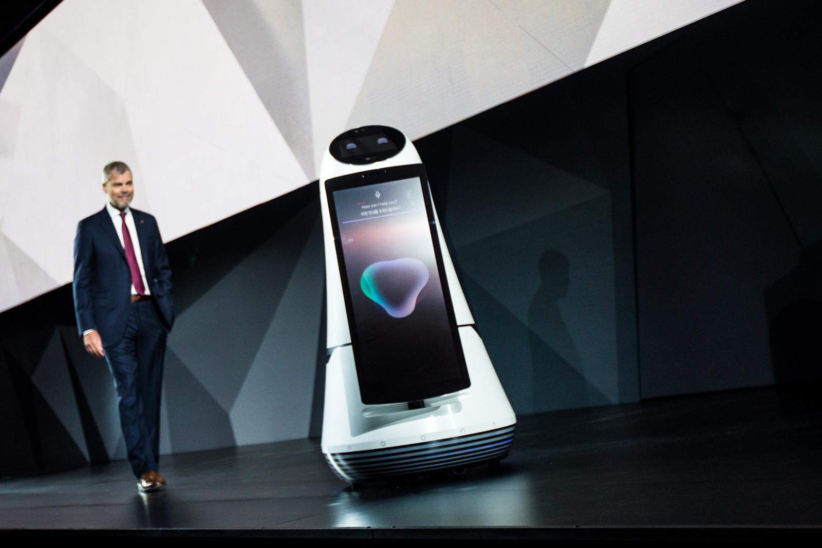 LG va implementa robotii sai ghizi la aeroportul Incheon din Coreea de Sud