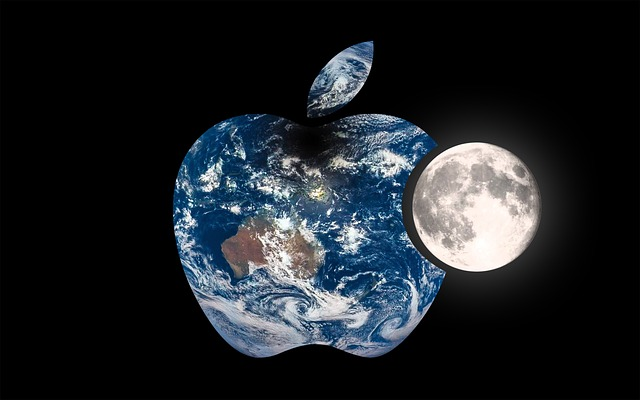 Presedintele Donald Trump sustine ca Apple va construi trei mari, mari, mari fabrici in Statele Unite