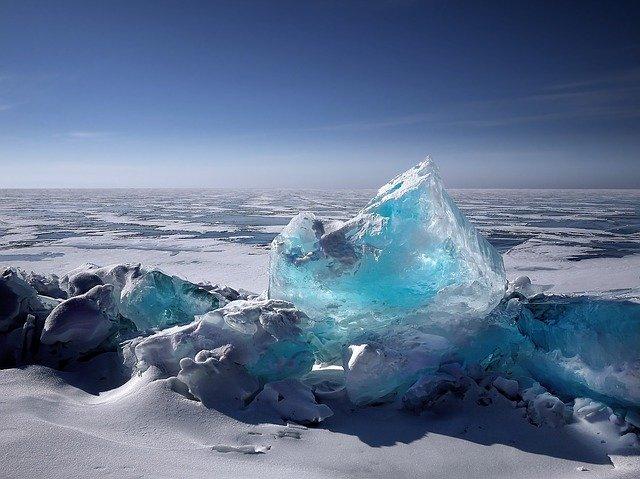 Un aisberg de 1000 de miliarde de tone si 6000 de kilometri patrati s-a desprins din Antarctica