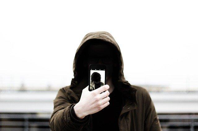 Cercetatorii dezvolta un algoritm pentru niste selfie-uri mai bune