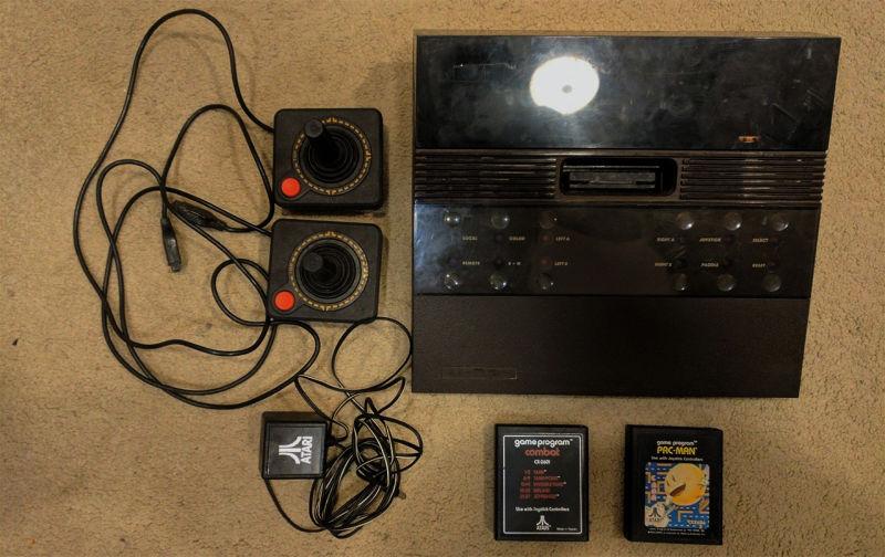 O consola Atari 2700 super rara dintr-un magazin la mana a doua din California s-a vandut pentru 3000 de dolari pe eBay