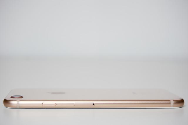 Recunoasterea faciala a lui iPhone 8 ar putea functiona chiar daca smartphone-ul sta asezat pe o masa