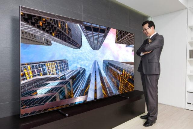 Samsung lanseaza un televizor urias QLED de 88 de inch