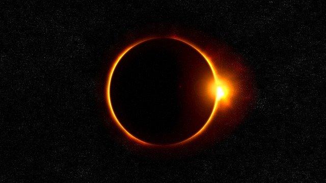 Urmareste eclipsa solara din 2017 live cu Twitter