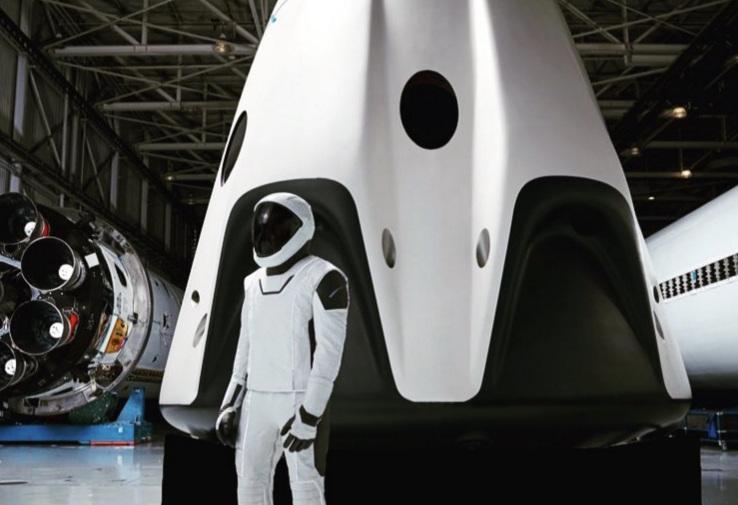 Elon Musk impartaseste prima fotografie completa a costumului spatial SpaceX