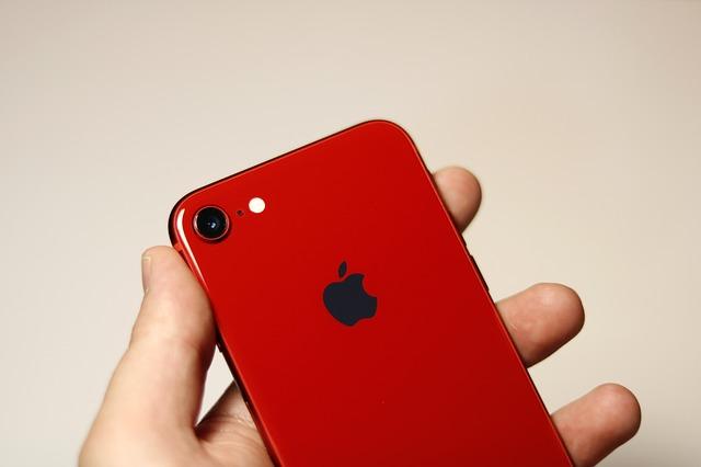 Inlocuirea sticlei de pe spatele smartphone-ului iPhone 8 este scumpa