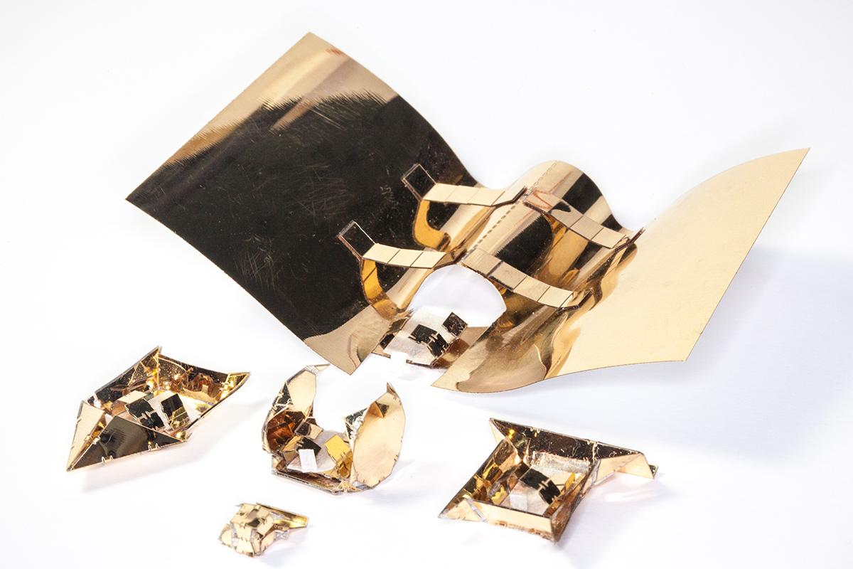 Robotii origami vin acum propriile exoschelete