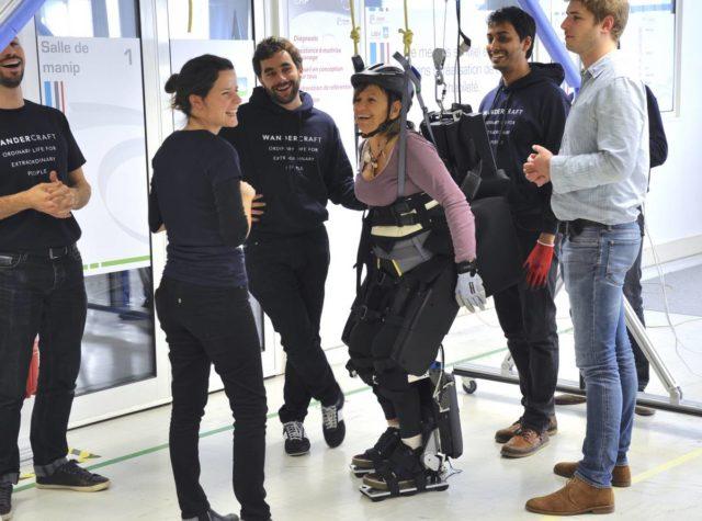 Wandercraft creeaza un exoschelet care-i ajuta pe paraplegici sa mearga