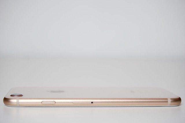 CEO-ul Rogers spune ca cererea pentru iPhone 8 este anemica