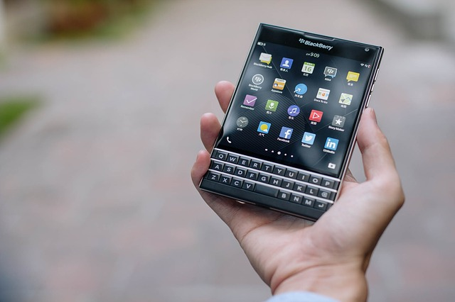 CEO-ul companiei BlackBerry, John Chen, spune ca sunt in afara pericolului