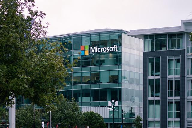 Hilar - Un angajat Microsoft instaleaza browserul Chrome pentru ca Edge continua sa dea crash-uri