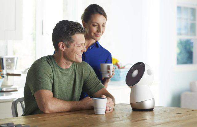 Jibo, robotul de familie este disponibil pentru cumparare dupa 3 ani