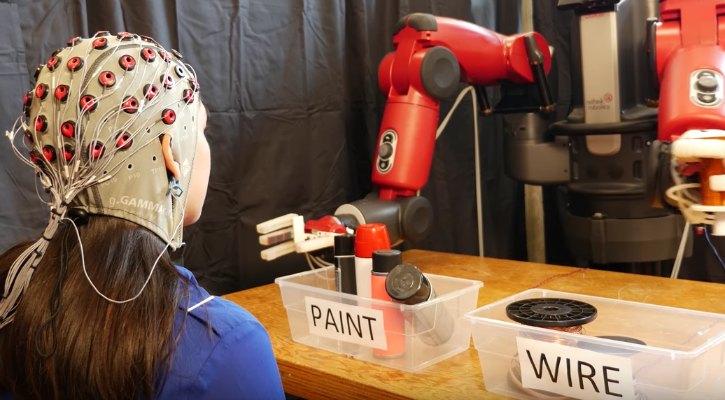 Realitatea virtuala ar putea fi folosita pentru a controla roboti