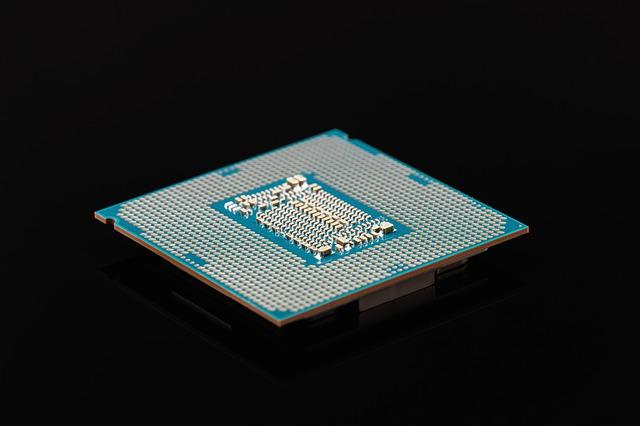 Intel si AMD isi unesc fortele pentru a dezvolta un nou cip de laptop