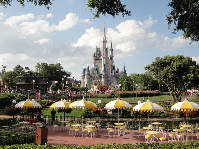Japonia ar planui un al treilea parc cu tema Disneyland