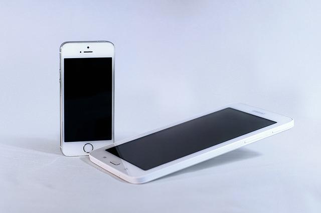 Sondaj Tinerii prefera iPhone-urile, adultii prefera Samsung