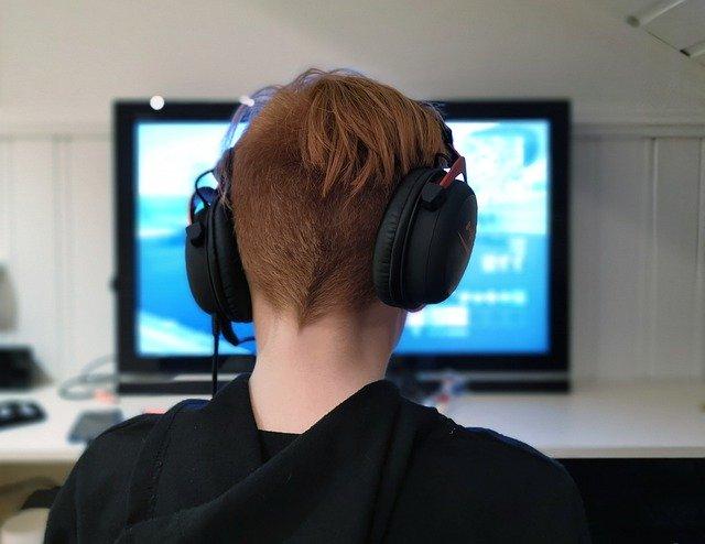Un adolescent de 14 ani este dat in judecata de un dezvoltator de jocuri pentru ca a trisat