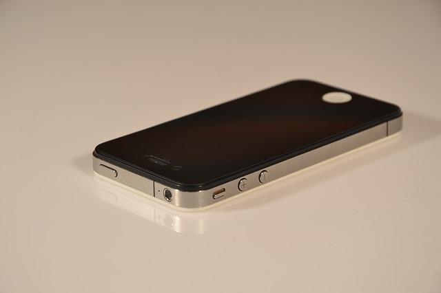 Unii oameni sunt pacaliti sa creada ca iPhone 4 este iPhone X