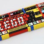 Aceasta tastatura mecanica LEGO arata grozav