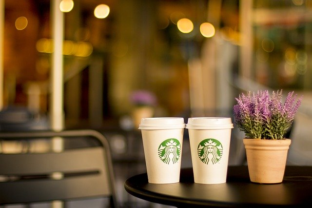 Starbucks Shanghai le permite clientilor sa-i viziteze restaurantul cu realitatea augmentata