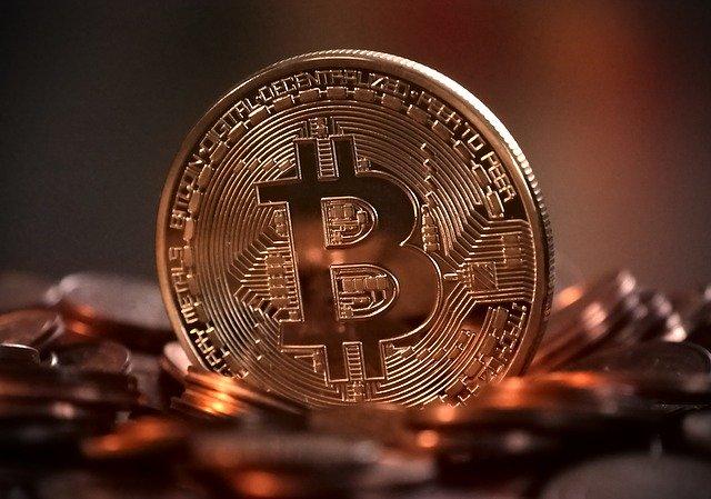 Bitcoin si-a pierdut jumatate din pret