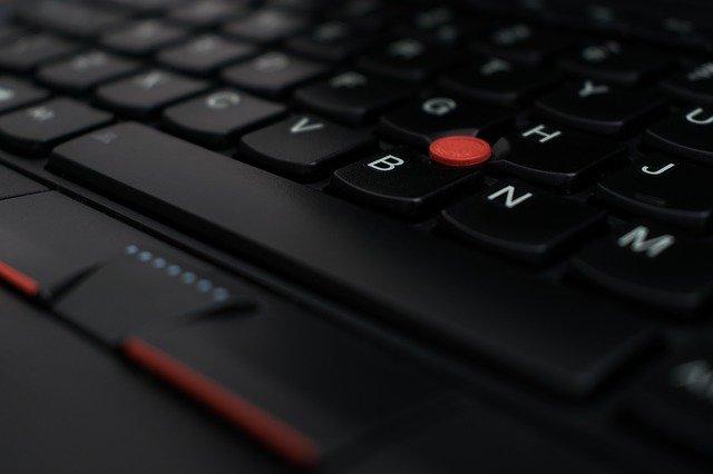 O vulnerabilitate Lenovo le permite hackerilor sa ocoleasca senzorii de amprente