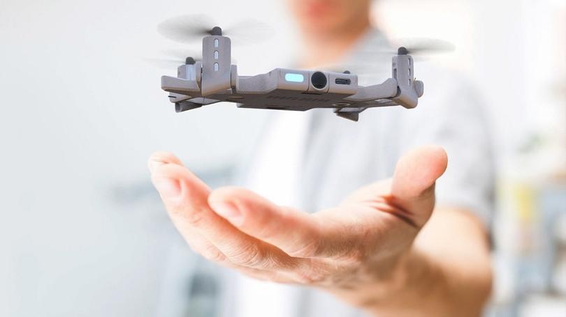 VIDEO SELFLY este o drona care este si carcasa de telefon
