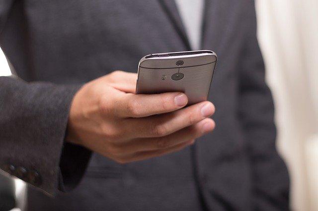 Unele aplicatii folosesc microfoanele smartphone-urilor pentru a urmari obiceiurile de vizionare TV