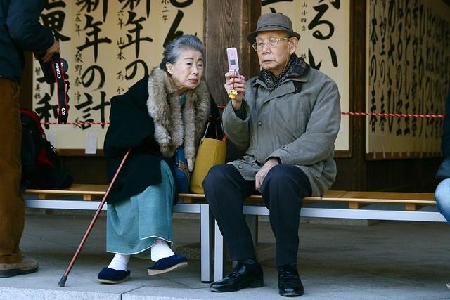 4. Mai mult de 50.000 de oameni din Japonia au peste 100 de ani. Aproximativ 21% din populatia tarii este imbatranita - una dintre cele mai mari proportii din lume