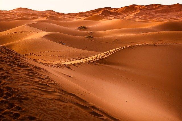 Cercetatorii de la MIT creeaza un dispozitiv care poate extrage apa din aerul din desert