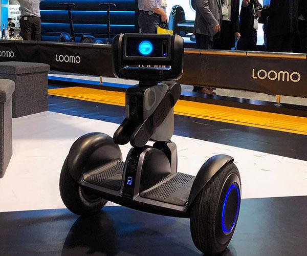 Dispozitivul Loomo al Segway este un mijloc de transport si un robot de companie