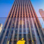 Niste studenti protesteaza pentru faptul ca Apple nu incearca sa reduca dependenta de dispozitive