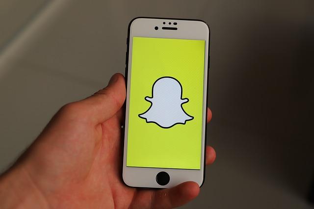Ce modalitate geniala a ales Snapchat pentru a critica platforma Facebook in care au fost folositi boti rusi