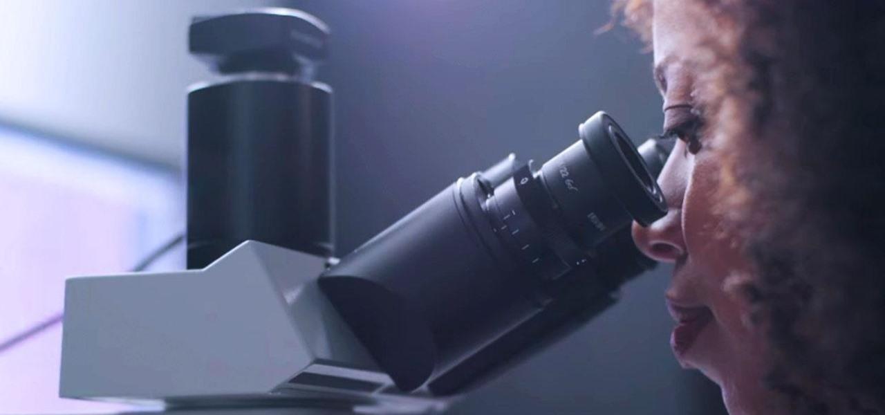 Google creeaza un microscop de realitate augmentata care detecteaza cancerul