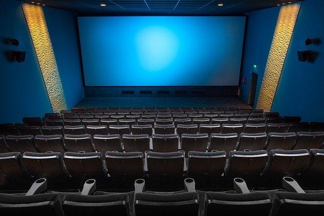 Motivul posibil pentru care Netflix ar vrea sa-si cumpere cinematografe