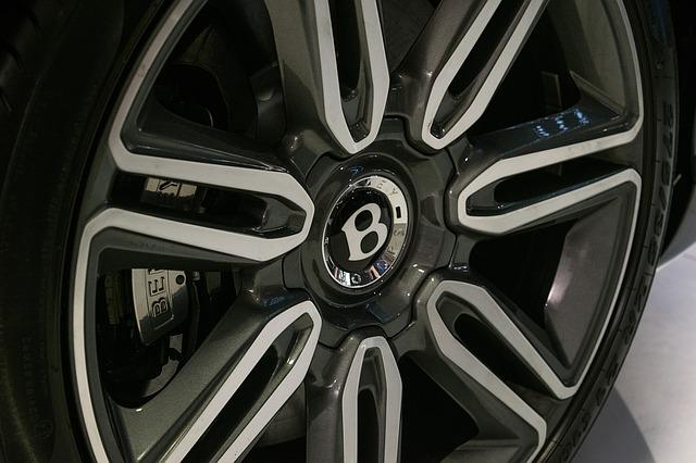 Producatorul de masini de lux Bentley va incepe sa produca masini electrice