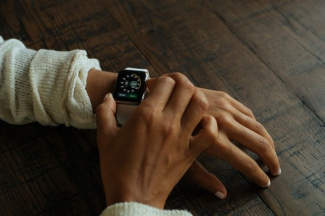 Apple Watch ar fi determinat un batran din Hong Kong sa mearga de urgenta la spital