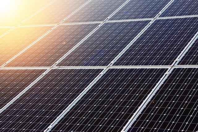 California devine primul stat american care impune panouri solare pentru noile locuinte