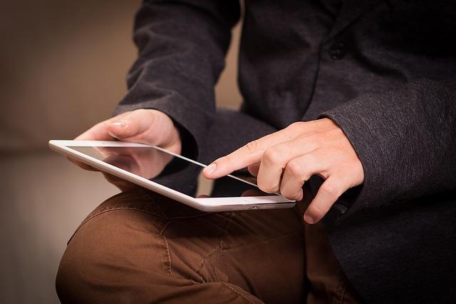 De ce iPad-urile sunt daunatoare pentru gat