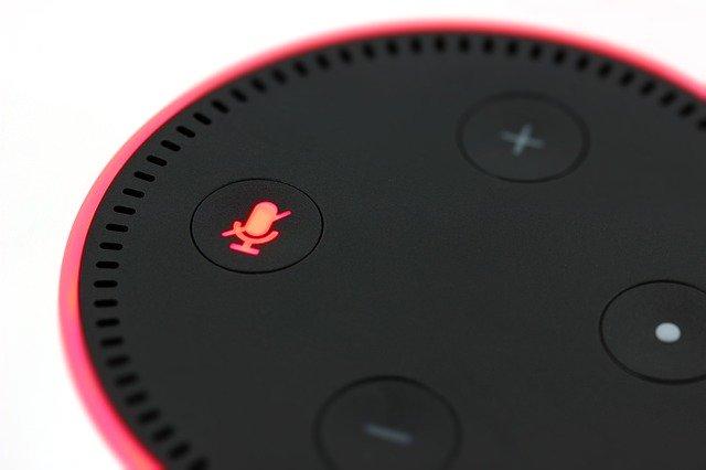 De ce o boxa inteligenta Amazon Echo a zis Tot ce vad sunt oameni murind