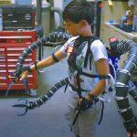 Pentru ce un inventator a creat un exoschelet functional cu 4 brate